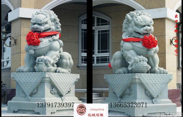 嘉祥地区老百姓也喜爱石狮子,但很少把望柱头全部都雕刻成狮子,只在转角位置或栏杆首尾望柱头上安置狮子,这样更显得狮子的神圣和高贵。