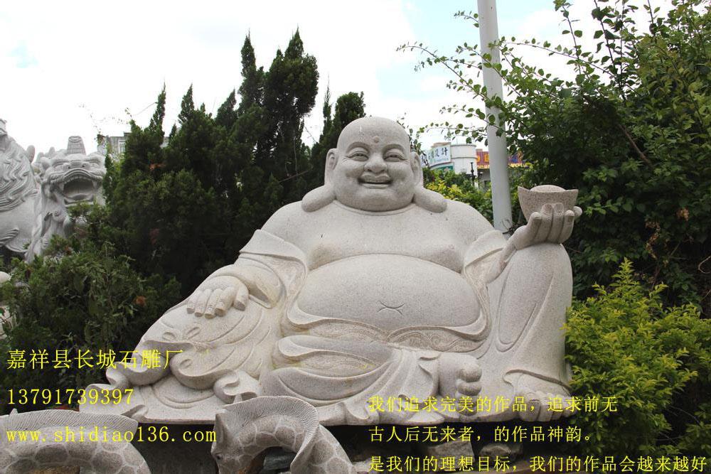 中国的寺院石雕作品多种多样,几乎每个有名气的寺院都有其供奉的佛像,而不得不说乐山大佛确实不愧是中国最著名的石雕佛像