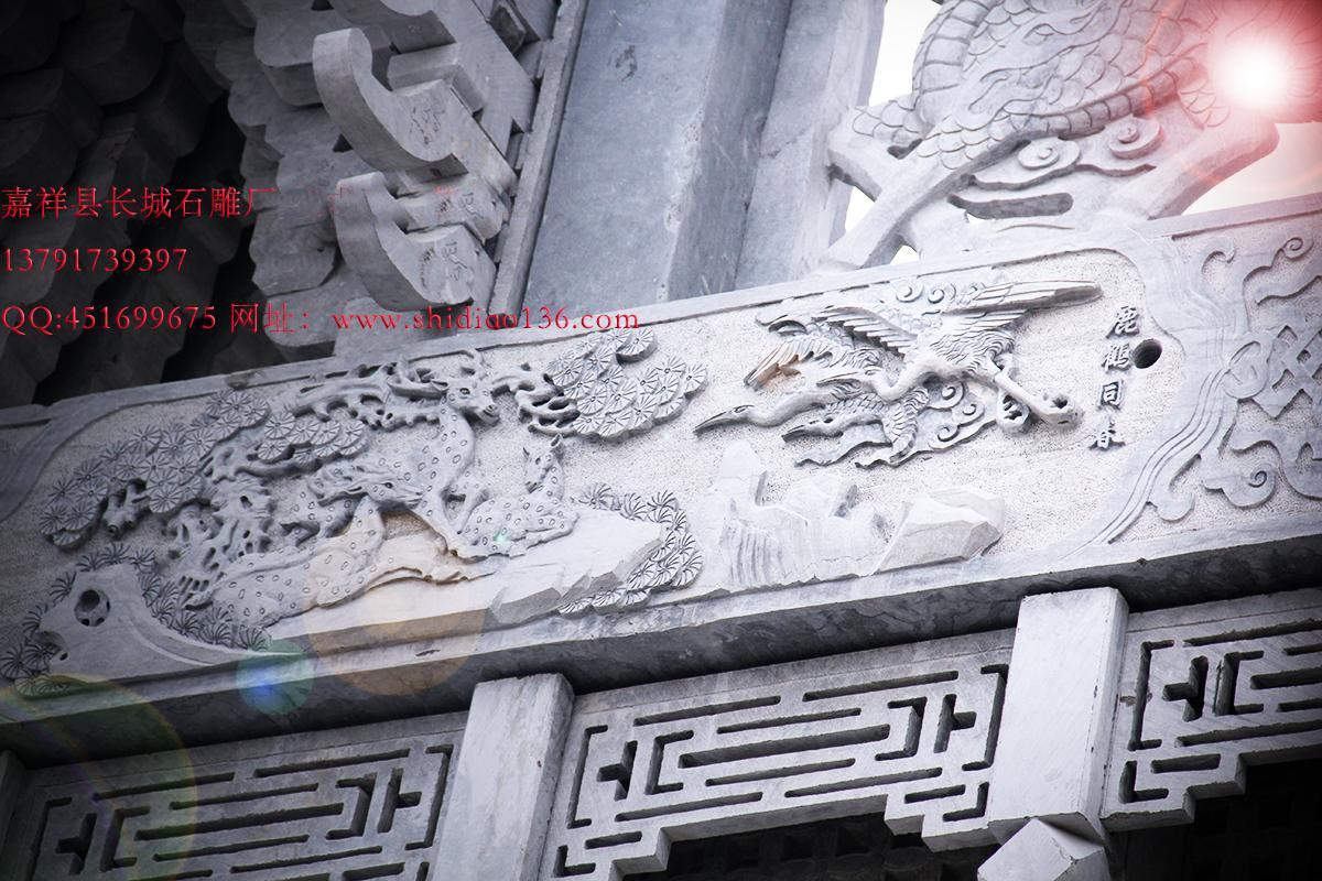 石牌坊浮雕鹿鹤同春