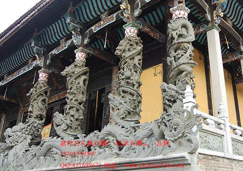 石雕龙柱象征着中国悠久的历史文化