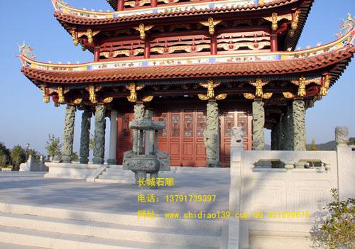 石雕龙柱建筑中的精湛装饰品